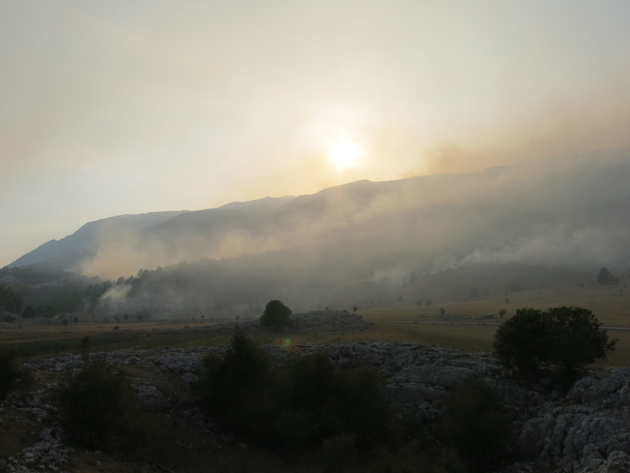 Active wild fires in the mountains