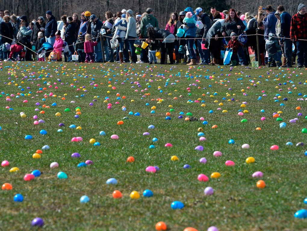 . Families wait to begin the 12th annual Easter egg hunt at Burch Farms in North East Township, Pa., Saturday, March 31, 2018. (Greg Wohlford/Erie Times-News via AP)