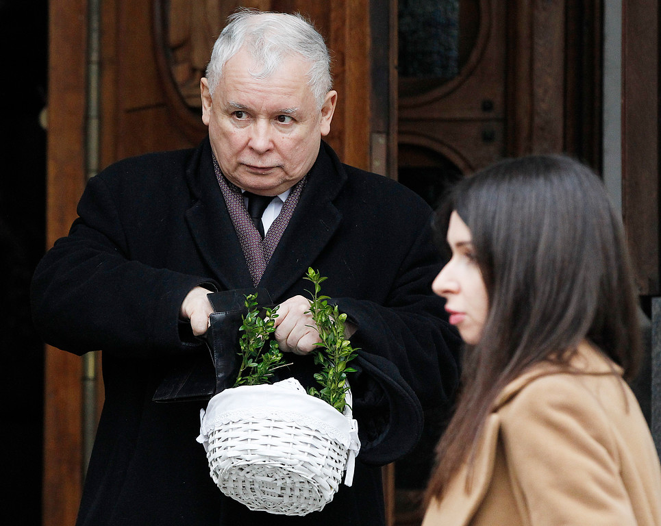 . Jaroslaw Kaczynski, leader of Poland\'s ruling party Law and Justice, with his basket with food samples after the blessing in the St.Kostka church in Warsaw, Poland, Saturday, March 31, 2018.(AP Photo/Czarek Sokolowski)