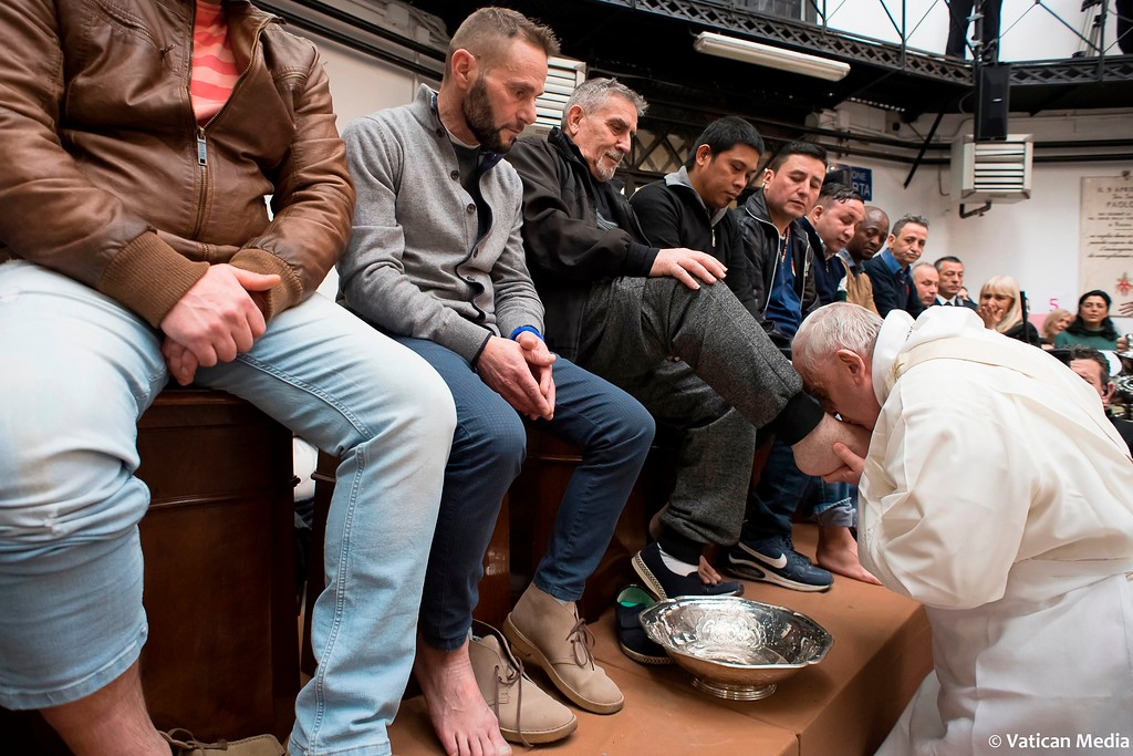 ". Pope Francis washes the feet of inmates during his visit to the Regina Coeli detention center in Rome, Thursday, March 29, 2018, where he celebrated the ""Missa in Coena Domini\"". Pope Francis visit to a prison on Holy Thursday to wash the feet of some inmates, stresses in a pre-Easter ritual that a pope must serve society\'s marginalized and give them hope. (Vatican Media via AP)"