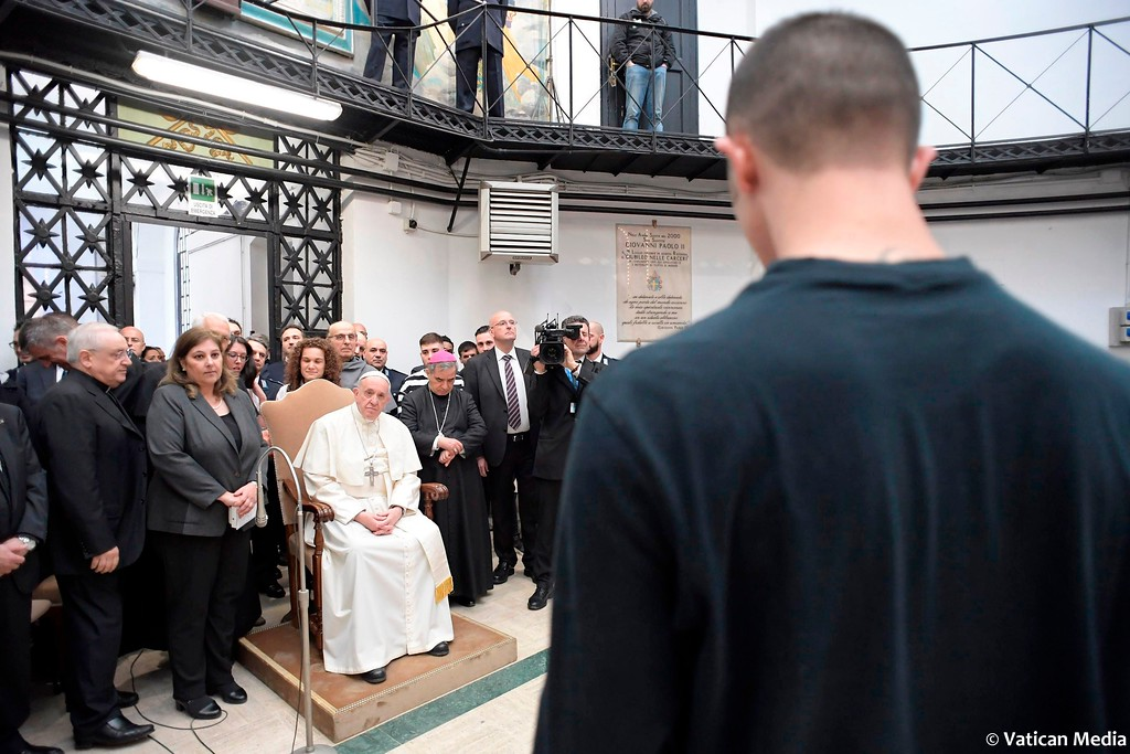 ". Pope Francis leads a mass during his visit to the Regina Coeli detention center in Rome, Thursday, March 29, 2018, where he celebrated the ""Missa in Coena Domini\"" and washed the feet of some inmates. Pope Francis visit to a prison on Holy Thursday to wash the feet of some inmates, stresses in a pre-Easter ritual that a pope must serve society\'s marginalized and give them hope. (Vatican Media via AP)"