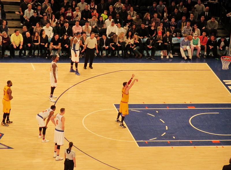NY Knicks vs Cavaliers with Lebron James at MSG 3.26,16