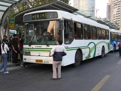 Shanghai bus A82829 Oct 04Remnin Park