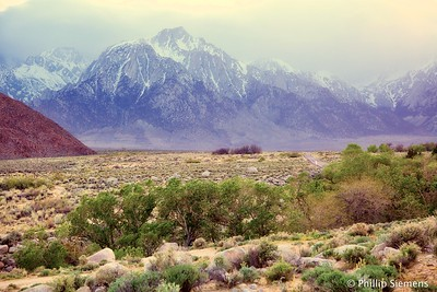 Alabama Hills, Lone Pine Peak in the mist
