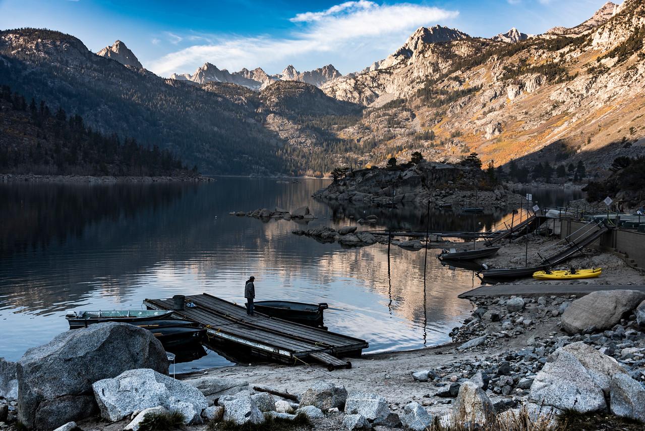 037-LakeSabrina-man-at-boat-SRA_4503
