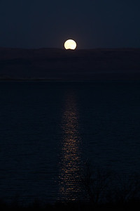 I still don't know anything about photographing the moon, but I liked the light on the water.