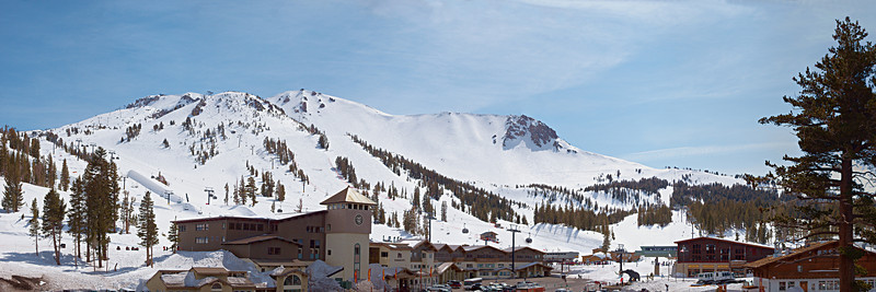 The main lodge and Mammoth Mountain.