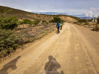 Heading west on lovely smooth gravel after leaving the tar. The calm before the storm…