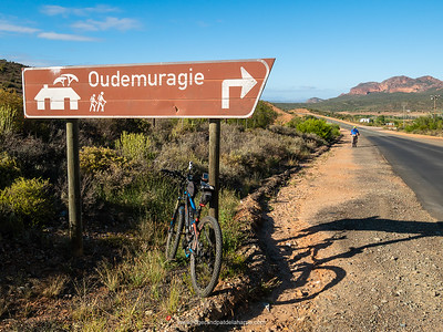 The turnoff to the Oudemuragie Road and a little peace and quiet. In the background, Enon Conglomerate Rock Formations - one of the few places in the world where you can see this geological phenomenon.