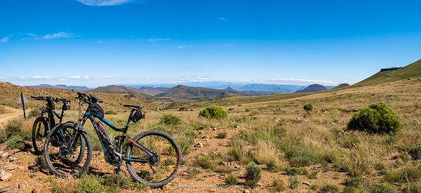 2 of the eBikes at the top of Elandskloof Pass – Dave's Giant and Roger's Haibike.