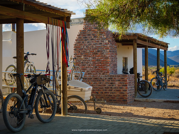 The chalets at Anysberg Nature Reserve are a rather odd combination of en suite and shared bathrooms but they are comfortable, clean and well equipped. Oh, and they have the most wonderful view. Agoraphobics beware!