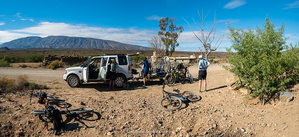 Tea stop on the 3rd day en route to Anysberg, the Touwsberg massif to the south of us.