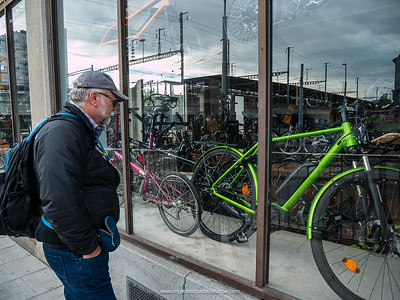 Window shopping. We've seen some gorgeous bicycles in the shops here, alas, so many of them way beyond our budgets. Geneva. Switzerland
