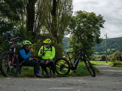 In the midle of nowhere a bench appeared and we stopped for lunch, munching on rolls and fruit we'd brought from breakfast. France