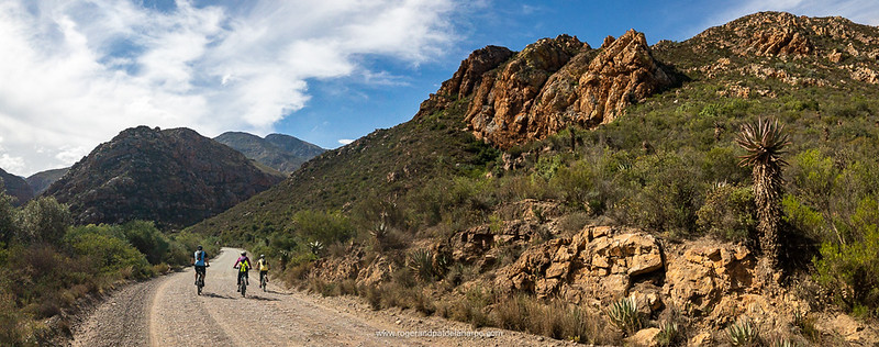 The entrance to Seweweekspoort, just as the valley begins to narrow.
