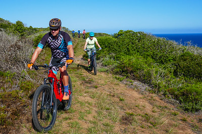 Howard and Sanet lead the way on our ebike ride from Still Bay to Jongensfontein.