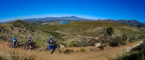 The summit of the pass means another stop to take in the view with Grabouw in the distance on the far side of the Eikenhof Dam