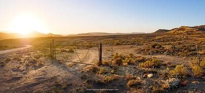The stark Little Karoo landscape around Vanwyksdorp is spectacularly beautiful.