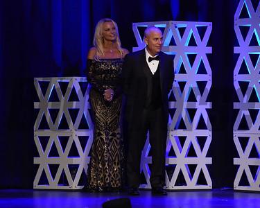 Mark Casse accepting the award for Female sprinter Shamrock Rose credit Leslie Martin