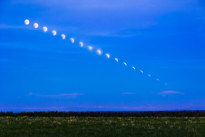 The Disappearing Moon over the Rockies (May 26, 2021)