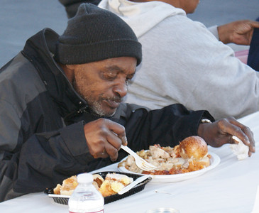 free Thanksgiving dinner (2)