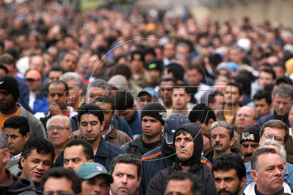 Union workers at the São Bernardo do Campo Volkswagen factory assemble between shifts, Sept 4, 2006. The workers voted to end the week-long stike after VW agreed to suspend plans for job cuts. The union called the strike after VW announced 1,800 layoffs as part of a plan to cut about 6,000 jobs in Brazil. About 12,000 people are employed by VW at the plant, also known as Anchieta, which makes 960 vehicles a day including the Fox and the iconic VW Kombi. The German firm employs 21,000 people in Brazil overall at five plants. (Douglas Engle/Australfoto)<br /> The German firm employs 21,000 people in Brazil overall at five plants. (Douglas Engle/Australfoto)
