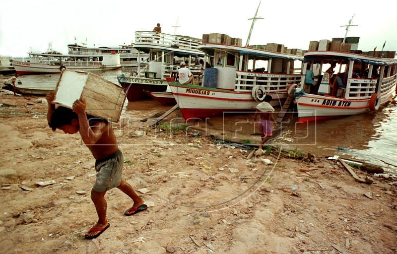 A Manaus, Brazil, dock worker unload boats on the Amazon River.(Australfoto/Douglas Engle)