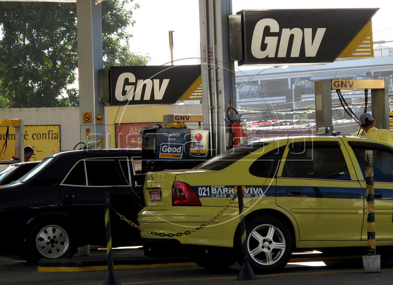 "Cars fill up with natural gas at a filling station in Rio de Janeiro, Brazil. Almost the entire fleet of taxis in the city is powered by the cleaner, cheaper, fuel and car owners can also have a gas conversion ""kit"" installed or their gasoline or ethanol-powered cars. Most of Brazil's natural gas come from Bolivia. (Australfoto/Douglas Engle)"