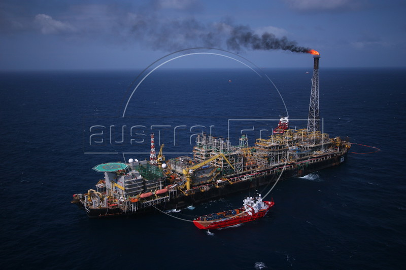 Petrobras' P-43 Platform ship in the Campos Basin, of the Atlantic Ocean, off the coast of Rio de Janeiro, June 1, 2006. The platform has a capacity of producing 150,000 barrels of oil per day and has even surpassed the limit when it produced 188,836 barrels in Feb. 2006. (Douglas Engle/Australfoto)