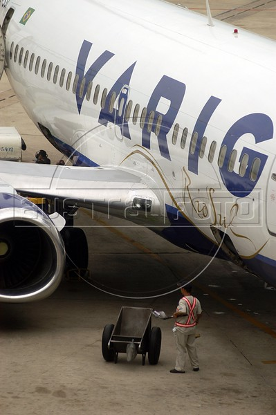 A Varig Airlines jet at the Rio de Janeiro International Airport, RJ, April 5, 2004.(Douglas Engle/Australfoto)