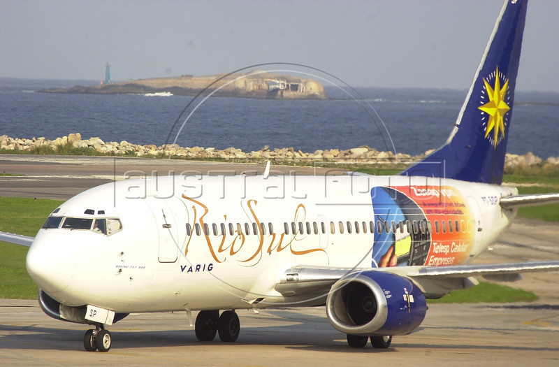 An airplane of the Varig-owned Rio Sul airlines taxis on the runway in Rio de Janeiro.(Douglas Engle/Australfoto)