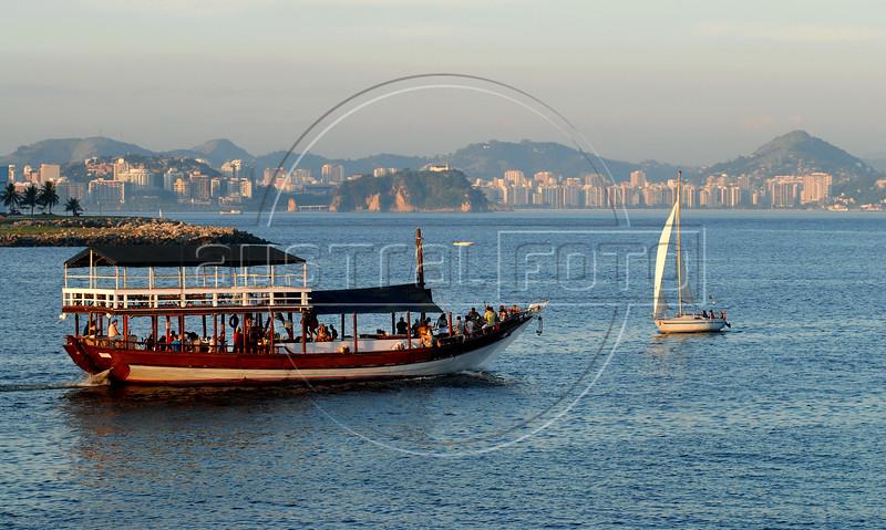 A touristic boat sails in the Guanabara bay near of the Santos Dumont airport, Rio de Janeiro, Brazil, June 8, 2008. (Austral Foto/Renzo Gostoli)