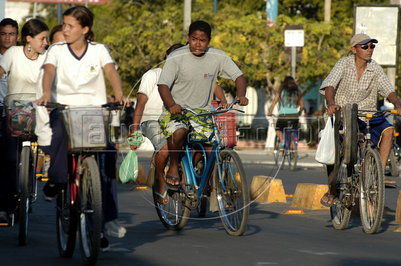 Cyclists in the town of Chapadinha, in the northeastern Brazilian state of Maranhao. Bicycles have a bad reputation in Brazil - as transportation for the poor. But as traffic and pollution increase in the large cities, that image is slowly starting to change.(Australfoto/Douglas Engle)