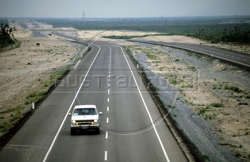 The Monterrey (Mexico) - Laredo (Texas) toll road in northern Mexico. (Australfoto/Douglas Engle)