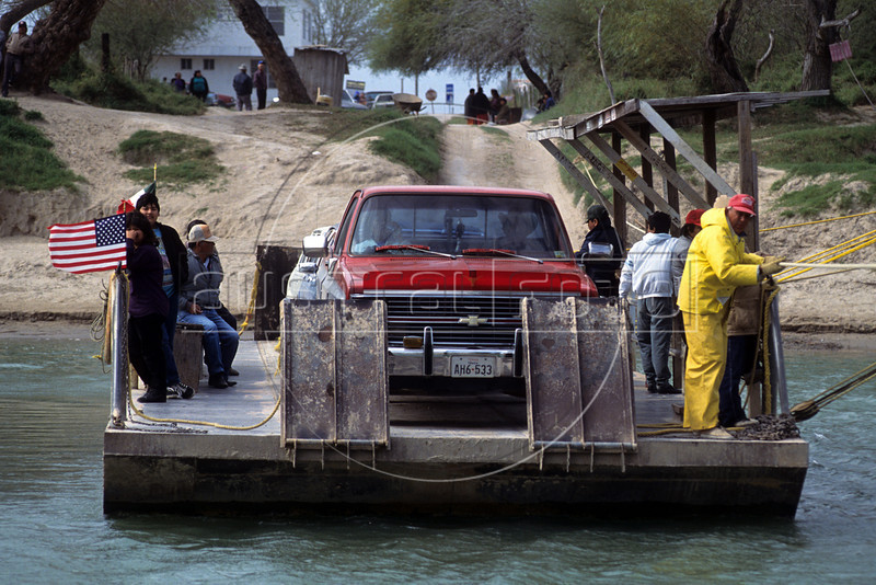 One of the many USA-Mexico border crossings.  (Australfoto/Douglas Engle)