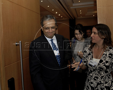 Vikram Pandit, CEO, Citi, USA speaks with journalists at World Economic Forum, Rio de Janeiro, Brazil, April 29, 2011. (Austral Foto/Renzo Gostoli)