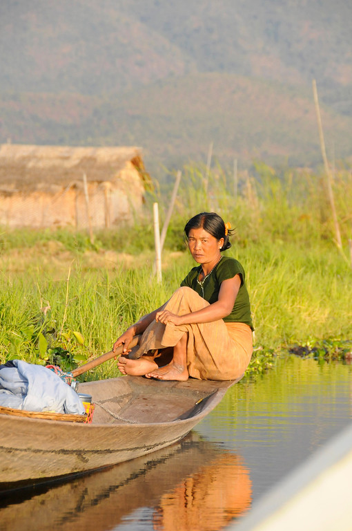 Inle Lake Area, Shan State, Myanmar (Burma), Southeast Asia 1/ 750s, at f/11    E.Comp:0    150mm    WB: AUTO 0.    ISO: 800    Tone:     Sharp:     Camera: NIKON D300on: 2009:01:13 16:42:14