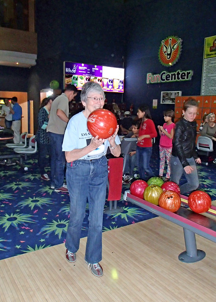 1/20/16 - Our attorney, Sara Chaca, and her husband, Adam Altholtz of Find Health Ecuador, sponsor periodic activities for expats. This activity was bowling. We didn't even know there were bowling alleys here. It was a fun day to mingle, mix and meet fellow expats. Here I am. It has been a long time but was fun. Poor Mike couldn't find a ball with holes large enough so he wasn't able to bowl.
