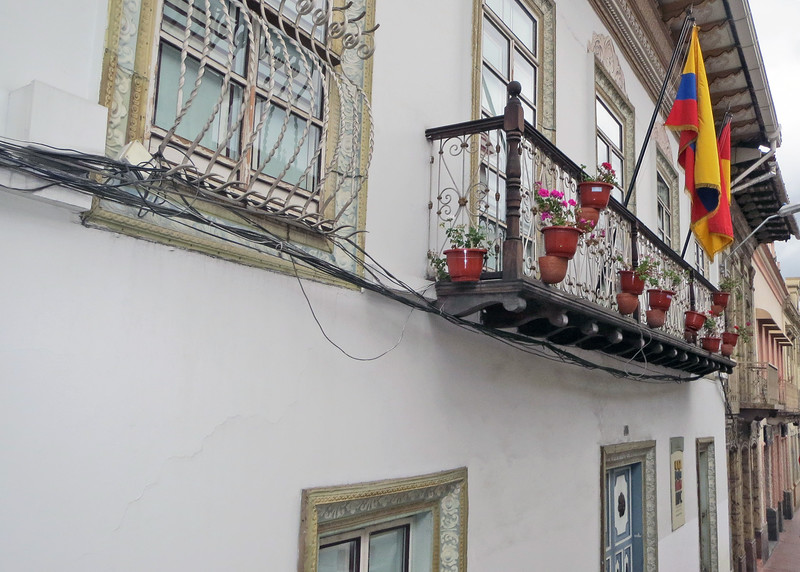 We took a bus tour of Cuenca today.   Beautiful flowers on balcony.