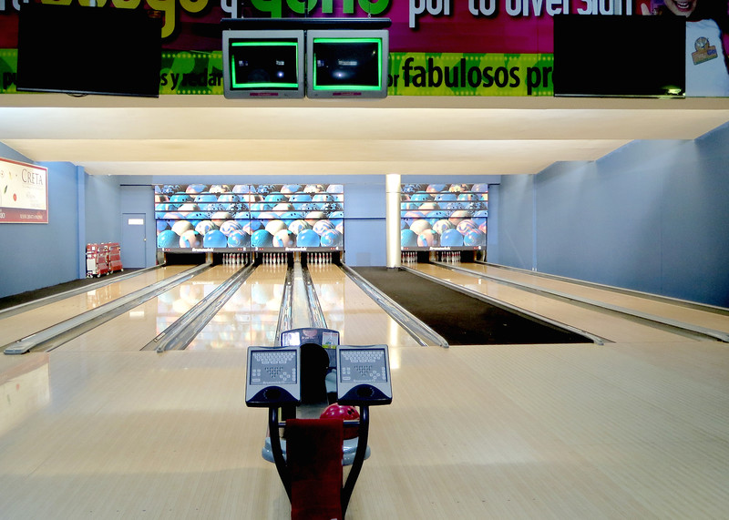 1/20/16 - Our attorney, Sara Chaca, and her husband, Adam Altholtz of Find Health Ecuador, sponsor periodic activities for expats. This activity was bowling. We didn't even know there were bowling alleys here. It was a fun day to mingle, mix and meet fellow expats. This is the size of the bowling alley. It appears bowling isn't big in Ecuador, or at least in Cuenca. I think this is the only bowling alley in the city.