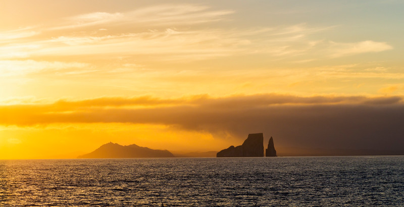 Leon Dormido (Kicker Rock) at dawn