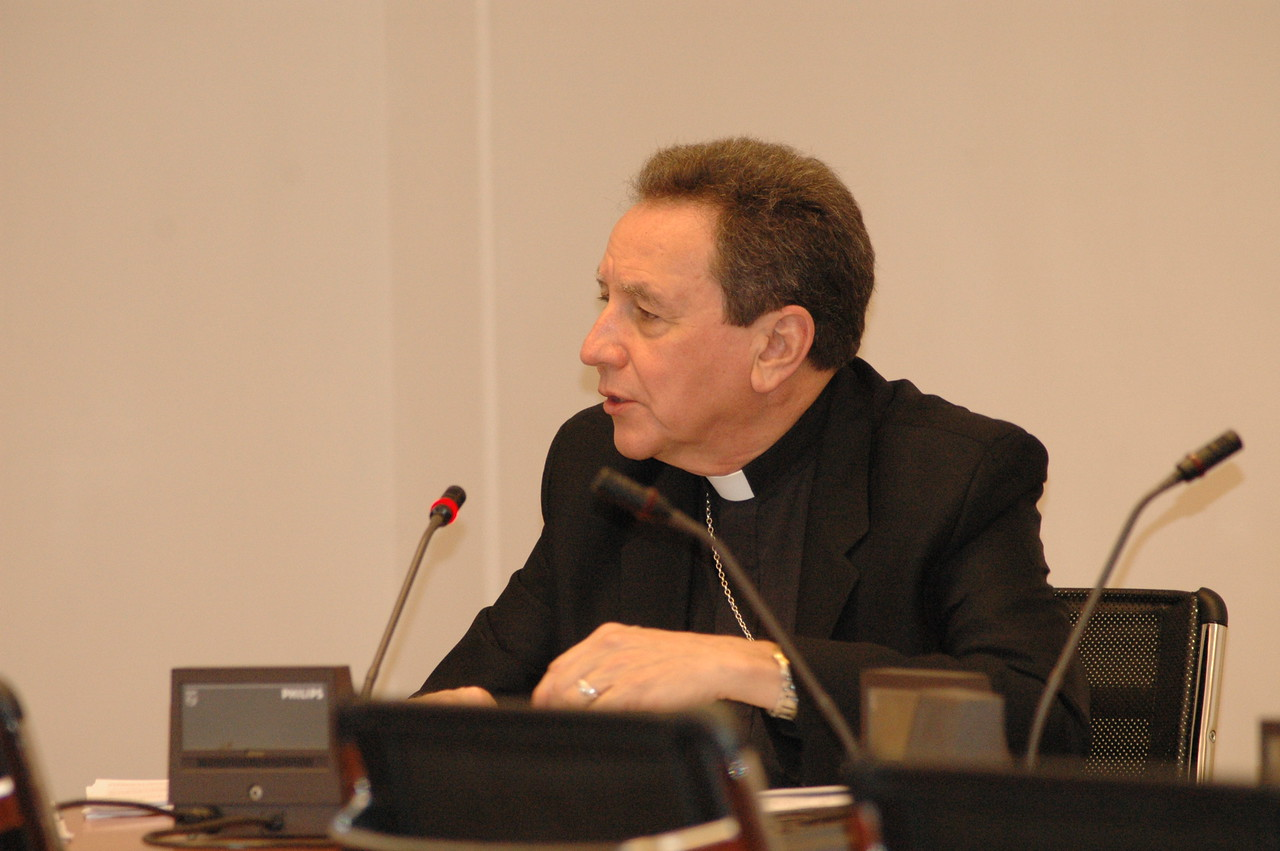 The Rev. Donald McCoid, executive, ELCA Ecumenical and Inter-Religious Relations, addresses Cardinaal Kasper Feb. 12 in Rome.