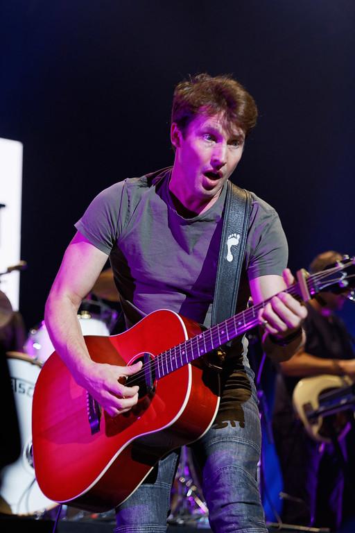 . James Blunt live at Little Caesars Arena on 9-27-2017.  Photo credit: Ken Settle