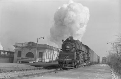 2018.15.N99D.7885--ed wilkommen 6x9 neg--B&O--steam locomotive 4-8-2 5555 on freight train action by depot--Gary IN--1952 0104