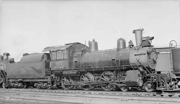 2018.15.N69.5461M--ed wilkommen 116 neg--CB&Q--steam locomotive 4-6-0 K-10 957--Lincoln NE--1954 0131