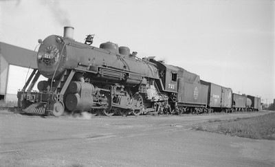 2018.15.N67A.3585--ed wilkommen 116 neg--CGW--steam locomotive 2-8-2 721--Carroll IA--1946 0914