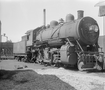2018.15.N67A.3572--ed wilkommen 116 neg--CGW--steam locomotive 2-8-0 351--Oelwein IA--no date