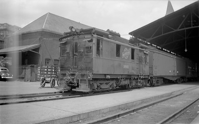 2018.15.N65C.3413--ed wilkommen 116 neg--C&NW--oil-electric locomotive IR 1001--Milwaukee WI--1946 0530