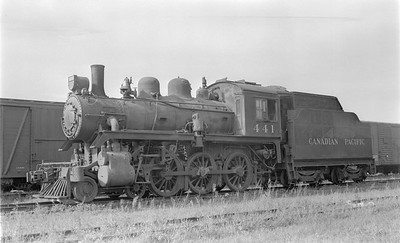 2018.15.N83.6331--ed wilkommen 116 neg--CP--steam locomotive 4-6-0 D4G 441--Winnipeg MB--1958 0910