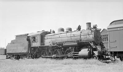 2018.15.N83.6332X--ed wilkommen 116 neg--CP--steam locomotive 4-6-0 D9C 592--Lethbridge AB--1949 0715